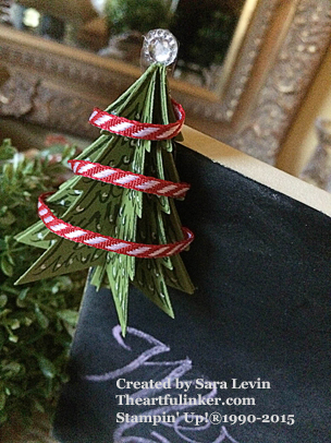 Peaceful Pines Chalkboard decor Christmas decoration close up - from theartfulinker.com
