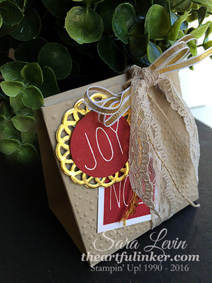 Mistletoe and Holly gift box, angled view, from theartfulinker.com