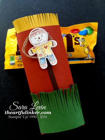 Cookie Cutter Halloween Treat Pouch with M&M's - from theartfulinker.com