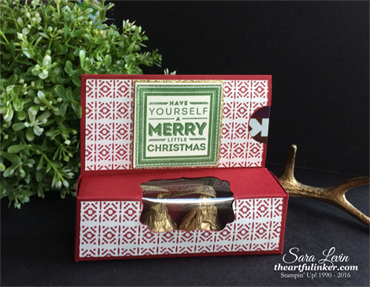 This Christmas Gift Card Holder with Hershey's Deluxe from theartfulinker.com