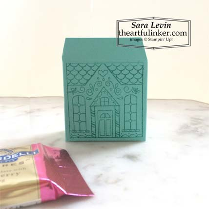 Jolly Gingerbread November 2020 Paper Pumpkin alternative house shaped favor box holds Ghirardelli squares Stampin' Up! VIDEO TUTORIAL – Click for details – SHOP- ORDER STAMPIN' UP! PRODUCTS ONLINE. Purchase the $99 Starter Kit & enjoy a 20% discount! Tons of paper crafting ideas & FREE Online Classes theartfulinker.com